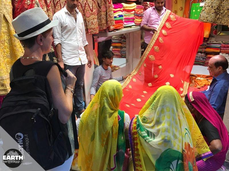 L'eleganza culturale a tinte vivaci dell'artigianato del Rajasthan