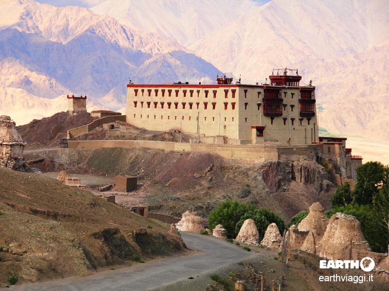 Visita al palazzo di stok nella storia del ladakh be for Piani di una casa bungalow storia
