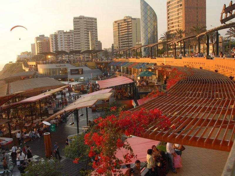 Alla scoperta della vita notturna a Lima