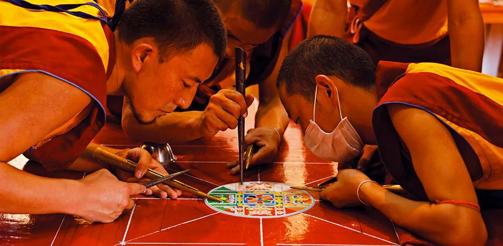 Tibet: monasteri, città e villaggi immersi nella spiritualità buddista