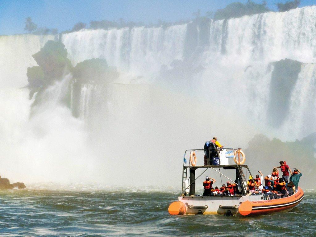 Un tuffo nella natura alle cascate di Iguazu