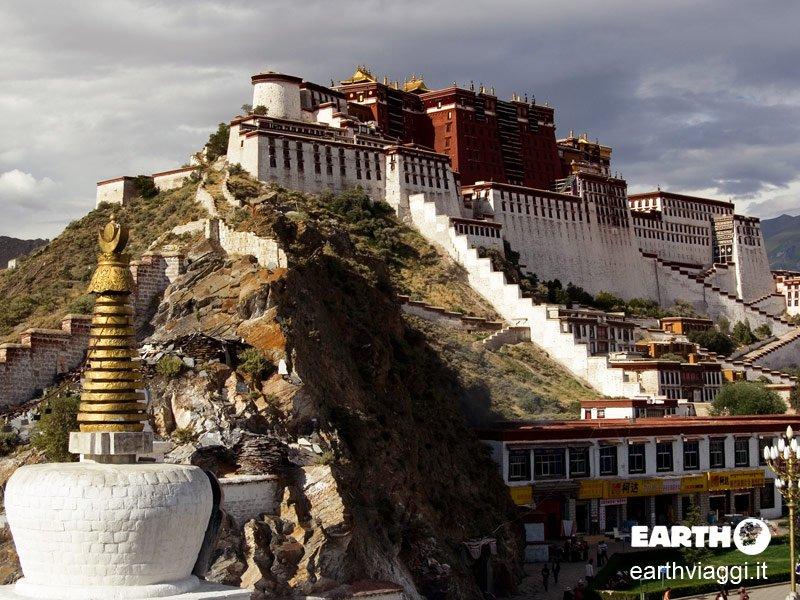 Visitare Lhasa, tra terra e cielo