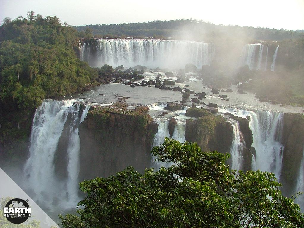Ammirare le cascate di Iguazù in elicottero